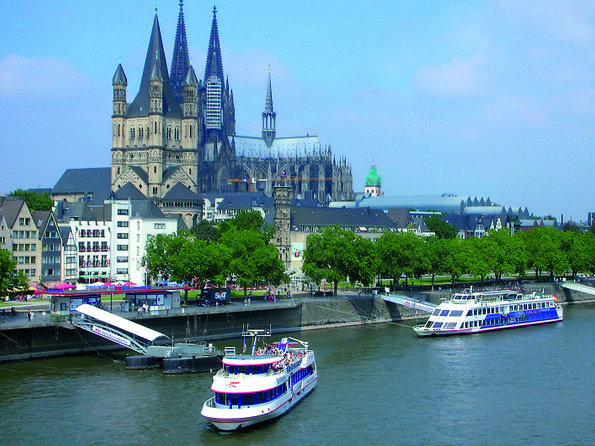 4-3-cologne-combo-sightseeing-cruise-and-meal-at-hard-rock-cafe-cologne-in-cologne-138311